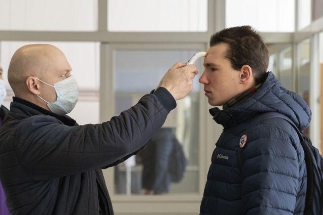С 16 марта при входе в корпуса студентам измеряют температуру.