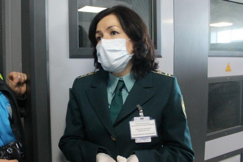 Всем сотрудникам аэропорта раздали медицинские маски