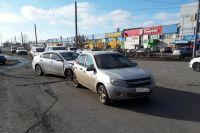 В Оренбурге нетрезвый водитель устроил тройное ДТП на ул. Шевченко.