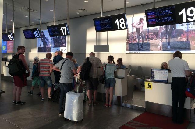 В сех пассажиров прилетающих рейсов проверяют тепловизором.