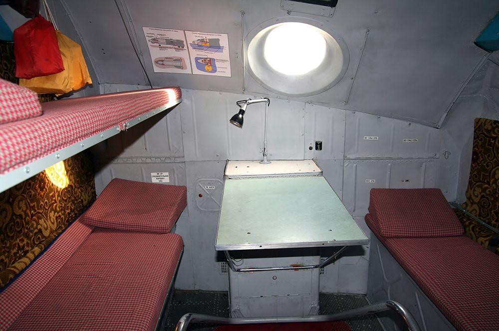 Отсеки отдыха также могут присутствовать на транспортных и военно-транспортных самолетах. На фото: место для отдыха в Ан-22.