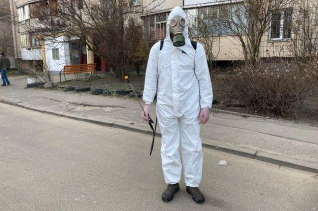 Усиление мер: в жилых домах столицы коммунальщики проводят дезинфекцию