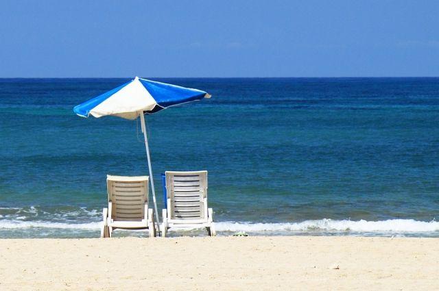 Нудистский пляж, расположенный в этой части мегаполиса, нередко становится объектом для споров.