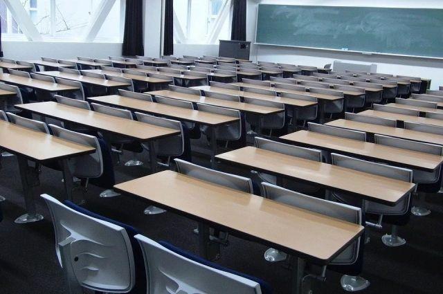 Челябинских студентов уже начали переводить на дистанционное обучение, а в школах такую меру пока не ввели.