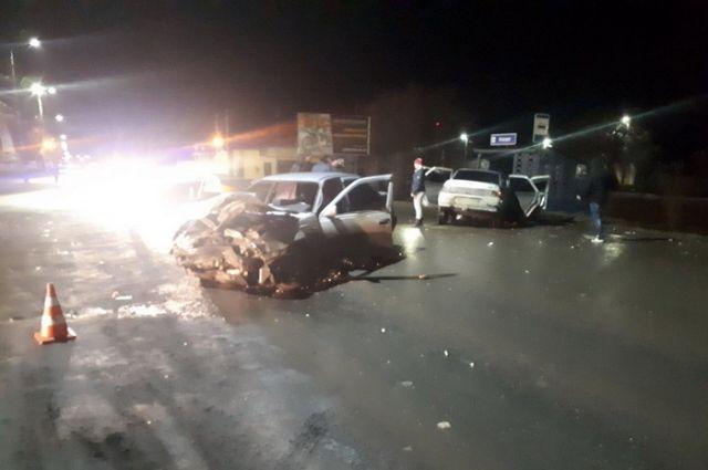Не уступил дорогу: в Бузулуке в ДТП пострадали шесть человек.