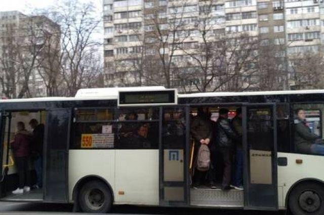 Карантин в столице: кондукторы без масок и переполненные маршрутки
