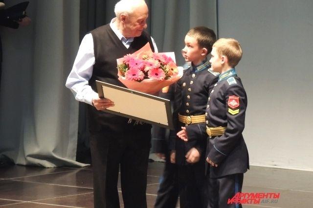 В Оренбурге в кадетском училище презентовали книгу о военном детстве.