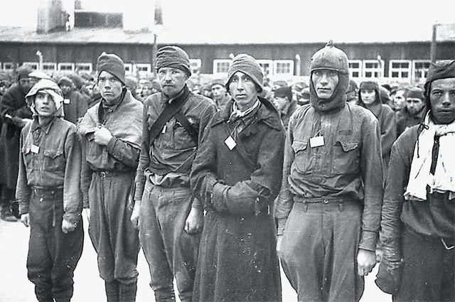 Советские военнопленные в концлагере Маутхаузен. Октябрь 1941 г.