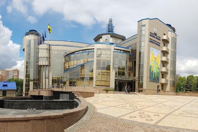 В Украине приостановлены все соревнования по футболу