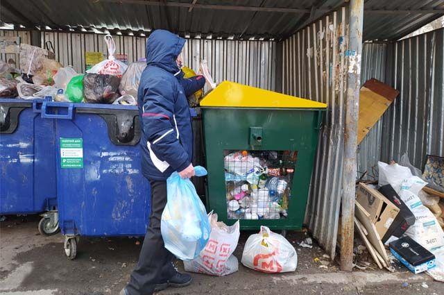 Повсеместно муниципалитетам не хватает средств на оборудование контейнерных площадок.