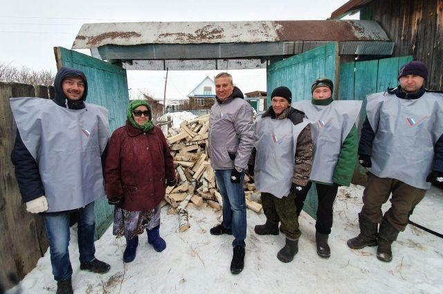 Анисе Шайхитдиновой дрова привезли в её 85-й день рождения.