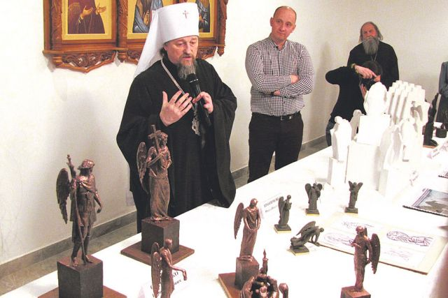 Владыка Иоанн представил макеты нового воинского мемориала.