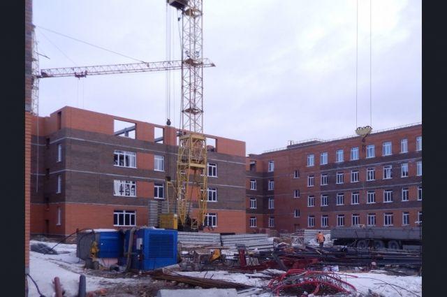 По проекту здание новой школы состоит из четырех блоков, в том числе медицинского и технического, а также большого спортивного блока.