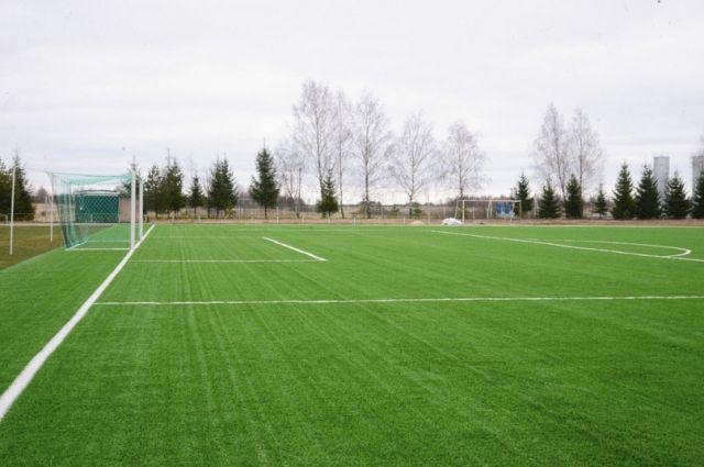 Футбольное поле в Красном обновили…