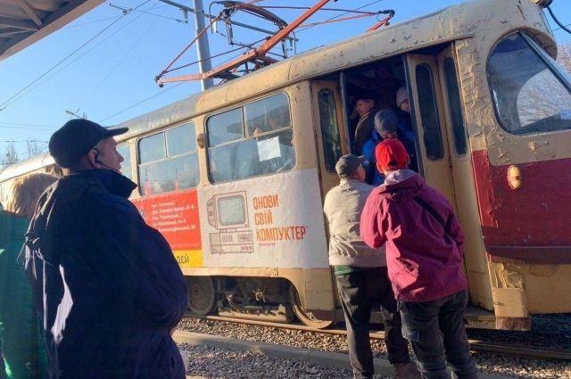 По 10 человек: в Киеве транспорт контролируют правоохранители