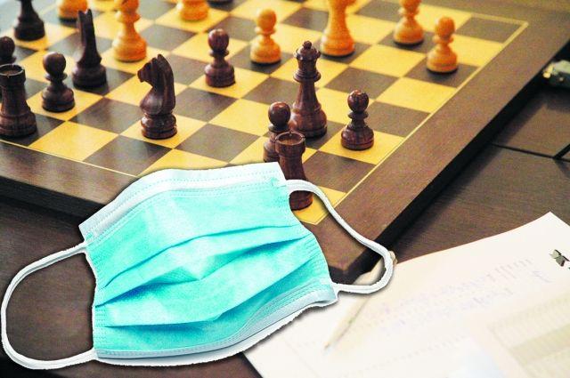 В шахматном турнире помимо иностранцев участвовали ученики нескольких школ области.