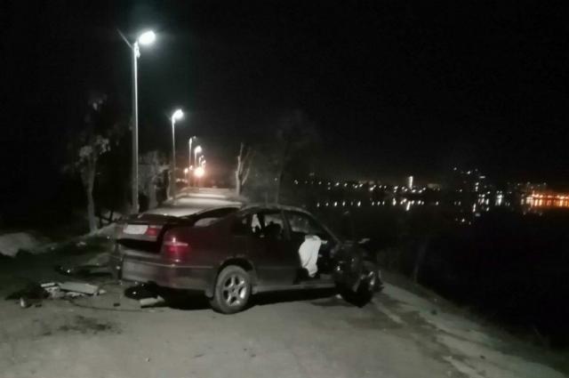 В Энгельсе Honda чуть не упала в Волгу после ДТП на дамбе