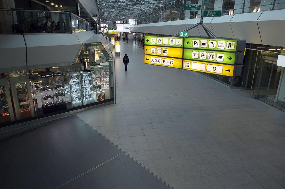В берлинском аэропорту Тегель, Германия.