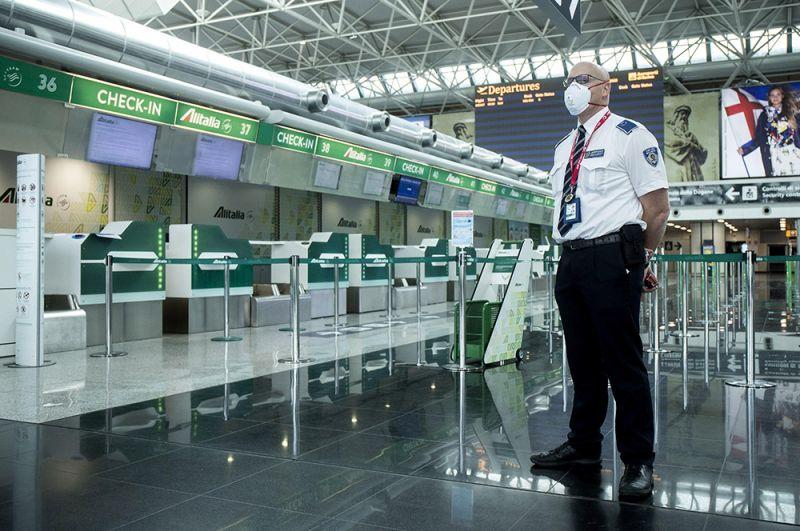 В международном аэропорту Рим-Фьюмичино имени Леонардо да Винчи, Италия.