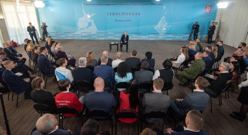 Встреча Владимира Путина с представителями общественности Крыма и Севастополя.