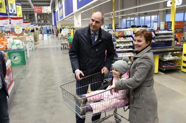 Денис Паслер заявил, что в магазинах Оренбурга дефицита продукта не наблюдается