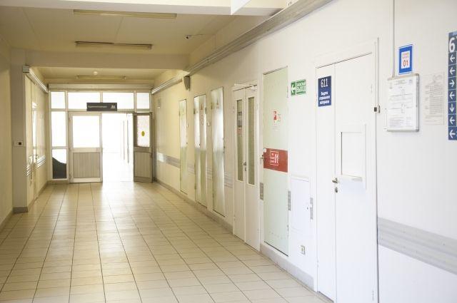 На Волыни мужчины с подозрением на COVID-19 пытались сбежать из больницы