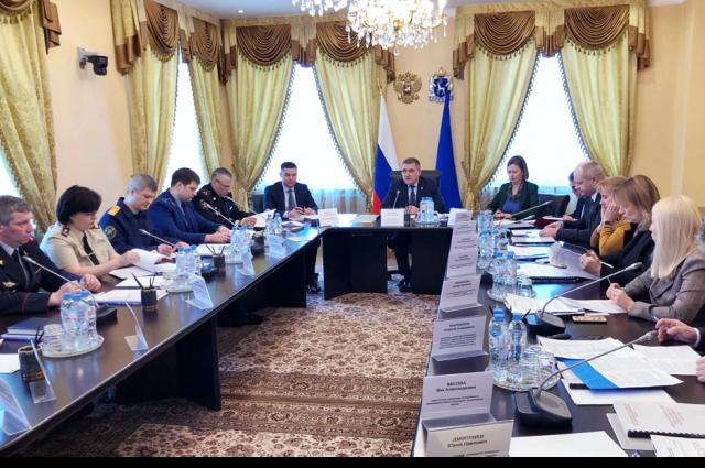 В Салехарде провели заседание окружной антинаркотической комиссии