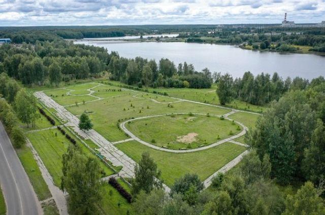 «Атом-парк» расположится на берегу водохранилища в Десногорске. У воды хотят установить арт-объекты, а потом развить туристическую инфраструктуру.
