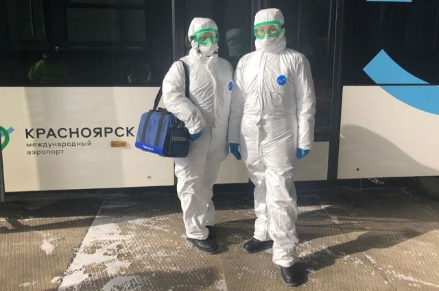 Документы выписывали вручную три сотрудника Роспотребнадзора.