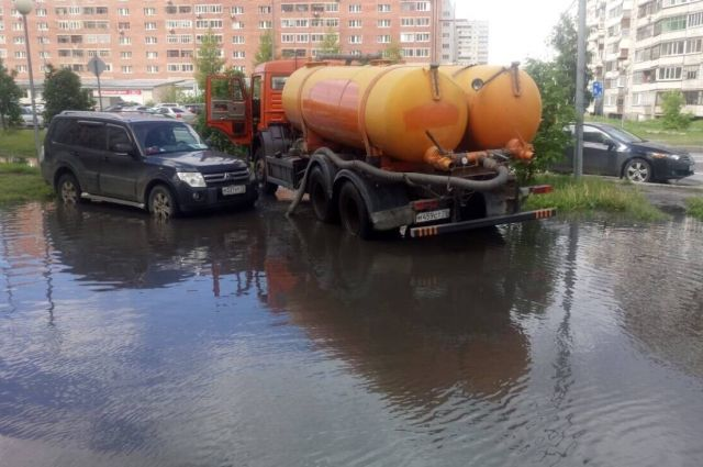 Жителям Тюмени рассказали, что делать с лужами во дворах