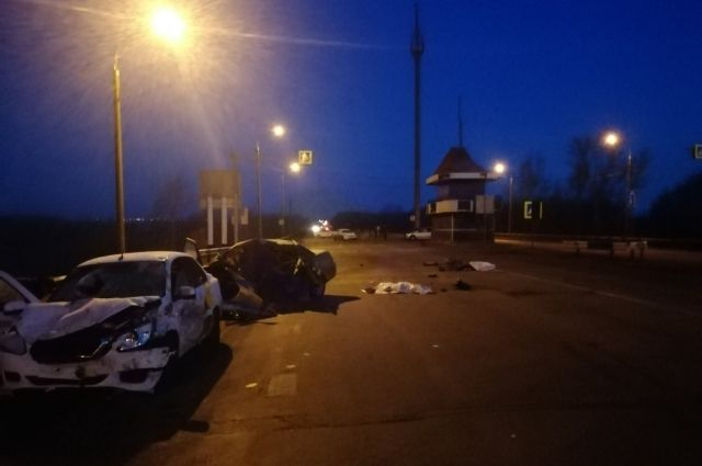 В тройном ДТП погибли юноша и девушка.