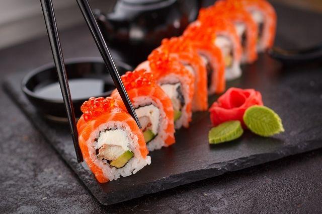 В Гае почти 50 человек отправились в суши-баре