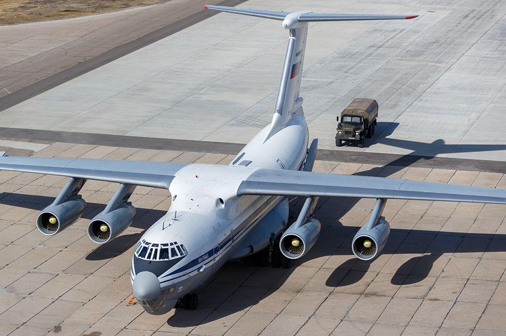Военно-транспортный самолет ВКС России Ил-76 МД с медицинским оборудованием, предназначенным для отправки в Италию для борьбы с вирусом COVID-19.