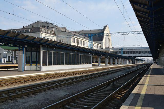 Центральный вокзал в Киеве. Общественный транспорт в Киеве полностью остановлен.