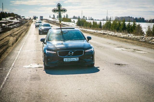 В Ижевске провели автомобильный «крестный ход» против коронавируса