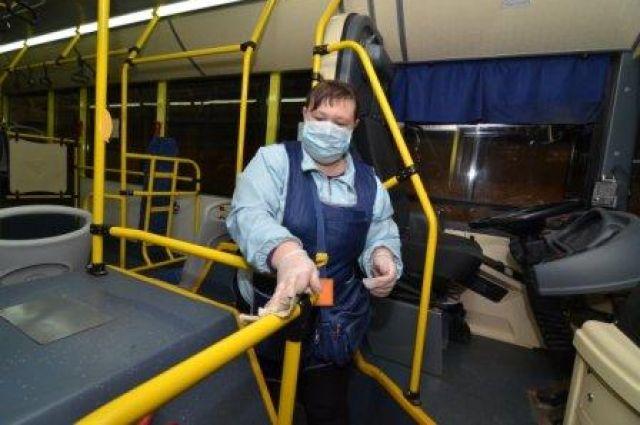 В Оренбурге общественный транспорт два раза в день моют хлоркой.