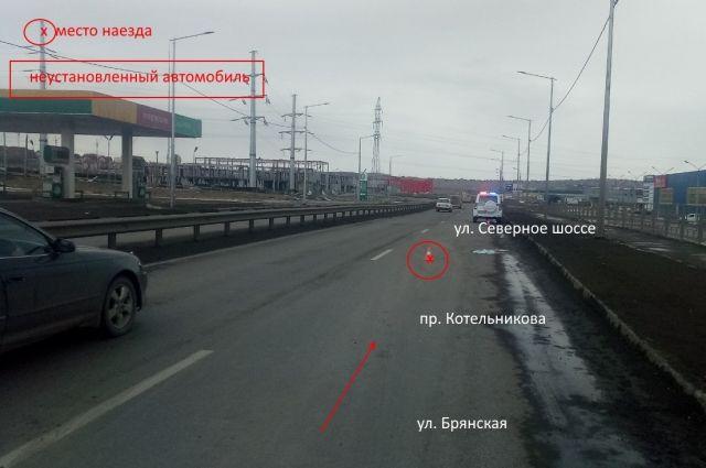 Рано утром на проспекте Котельникова, 9 стр. 1  автомобиль переехал мужчину.