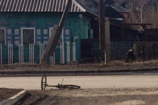 Школьник на велосипеде столкнулся с автомобилем Toyota Camry.