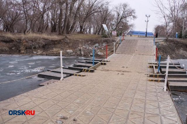 В Орске новый мост в парке Строителей не появится раньше зимы.