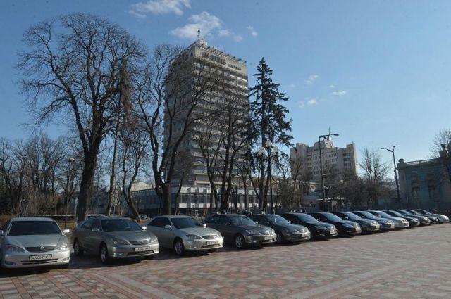 Верховная Рада передала еще 25 авто медицинским учреждениям Киева