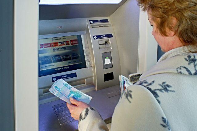ЦБ потребовал начать дезинфекцию банкоматов и терминалов.