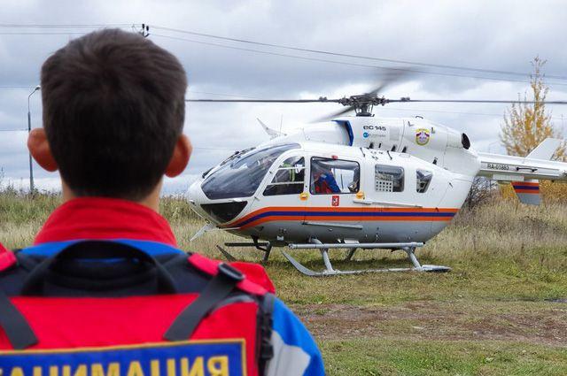 Учения спасателей и врачей Московского авиационного центра.