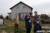 В трёх метрах от дома семьи Коболевых – газовая труба, а на подключение денег нет.