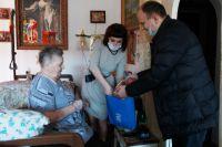 Тюменцы организовали доставку лекарств и продуктов ветеранам