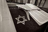 Общественные молитвы в синагоге не проводятся.