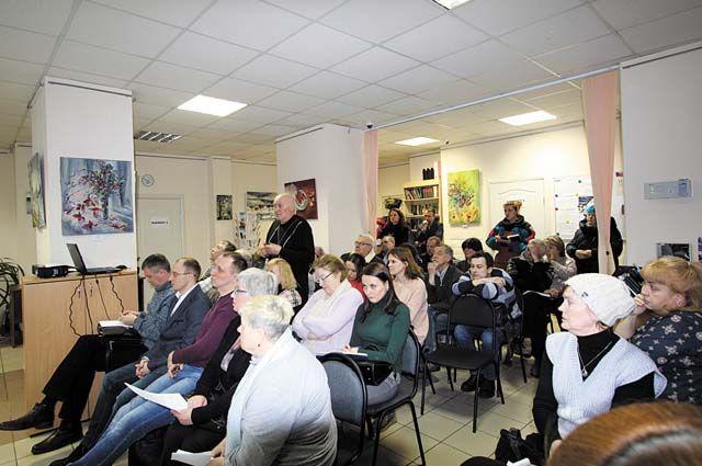 Поводом для встречи с депутатами и главой фонда стали многочисленные вопросы, которые возникают у жителей Свердловского района по качеству и срокам проведения капитального ремонта.