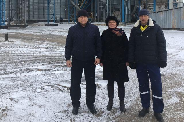 Супруги Мирошниченко и их сын Алексей многие годы работаю на Хлебоприёмном предприятии.