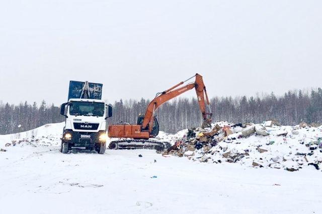 Жители Саранпауля не давали проехать мусоровозкам на полигон ТБО