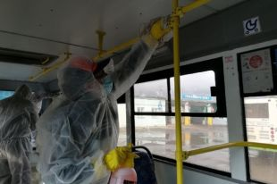 Общественный транспорт теперь проходит ежедневную дезинфекцию.