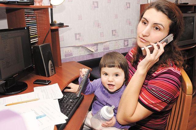 Те, кто вернулся из-за границы, вынуждены работать из дома или оформлять больничный, даже если симптомов болезни у них нет.